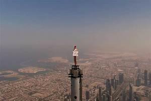advertisement on Burj khalifa